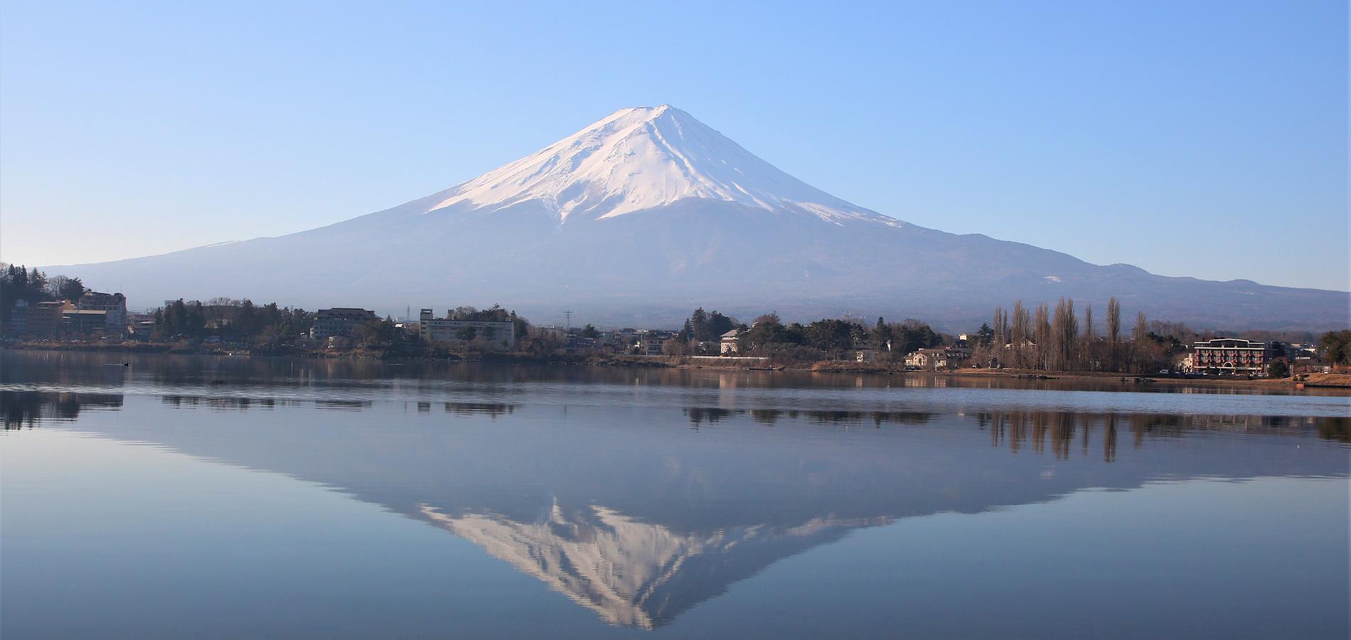 河口湖と富士山とジュース